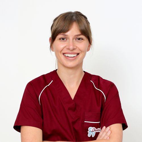 dr Laura Talmaciu @ clinica stomatologica Dentosan Med Cluj